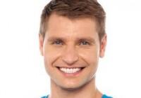 Pacientas su dantų implantais